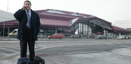 Co zabrali politykowi PiS na lotnisku? W życiu byś nie zgadł