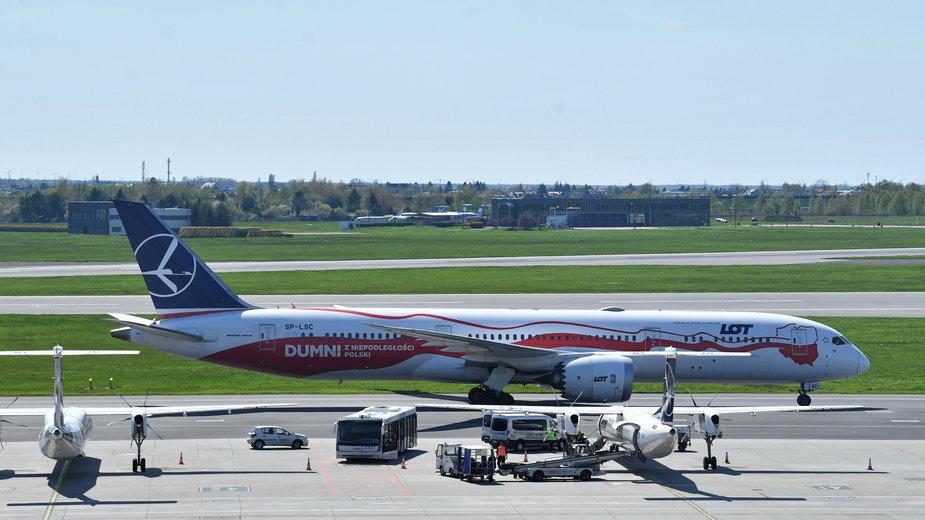 Samolot z New Delhi wylądował na lotnisku w Warszawie