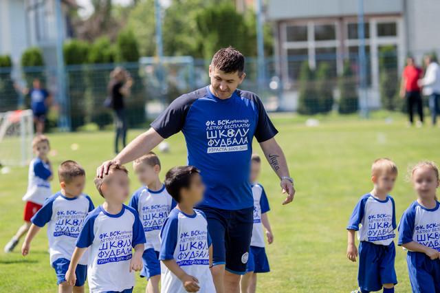 Dejan Milovanović sa mališanima