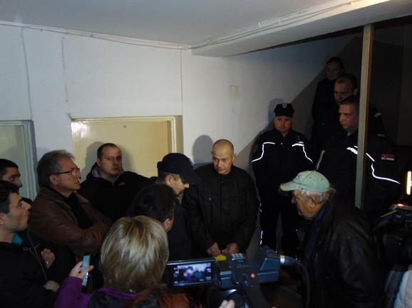 Srđan Radlović pozvao policiju, ali je dobio obaveštenje da ne moze da uđe u stan jer je izvršenje odloženo