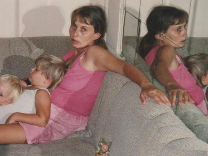 Ova slika nastala je 1994. godine: Slikao nas je muž i rekao da mi je to POSLEDNJA NOĆ koju ću provesti živa - evo GDE SAM DANAS