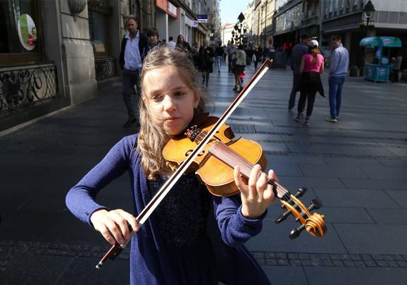 Očarali su je zvuci violine