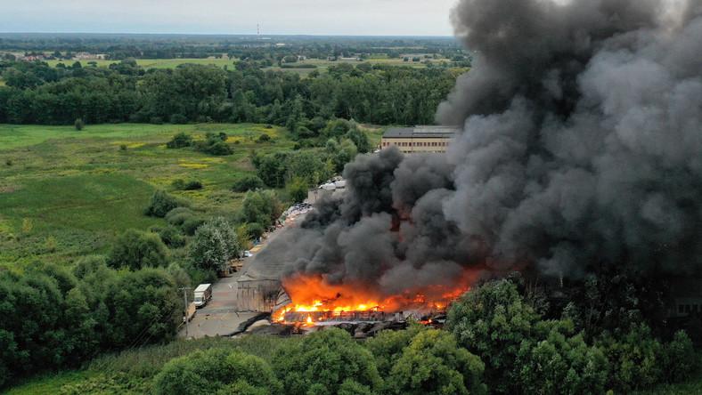 Pożar hali magazynowej w Konstancinie