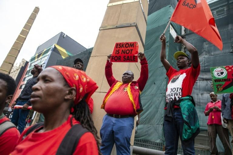 The COSATU trade union federation has warned its ruling coalition partner ANC that sackings at power utility Eksom could damage their alliance ahead of national elections