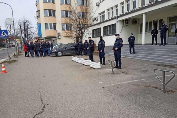 """Branislav benzinom polio suprugu Milicu (33) i ZAPALIO JE, psihijatar ističe: """"Optuženi svesno laže i manipuliše"""""""