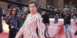 """Frances McDormand najlepszą aktorką. Do roli w """"Nomadland"""" przygotowała się sprzątając toalety"""