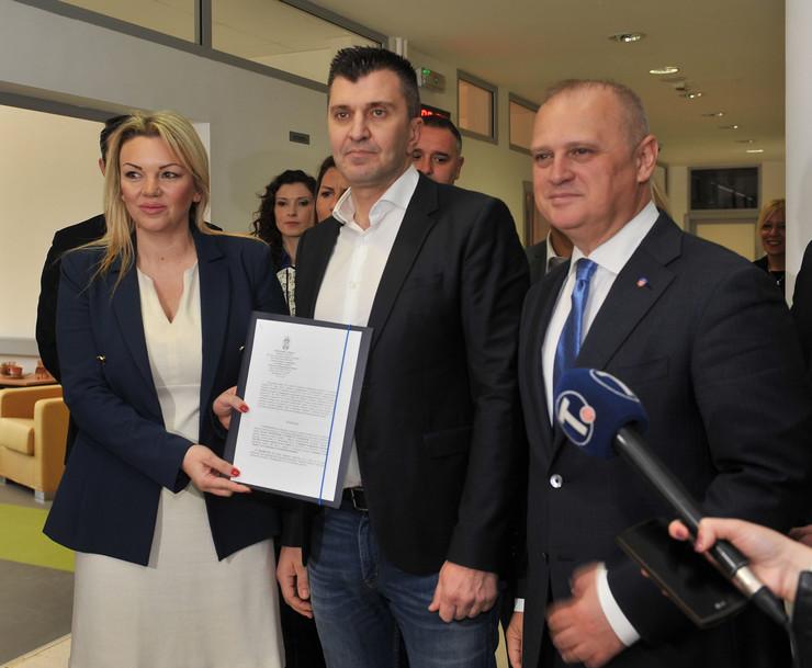 Vesić, ministar i sekretarka
