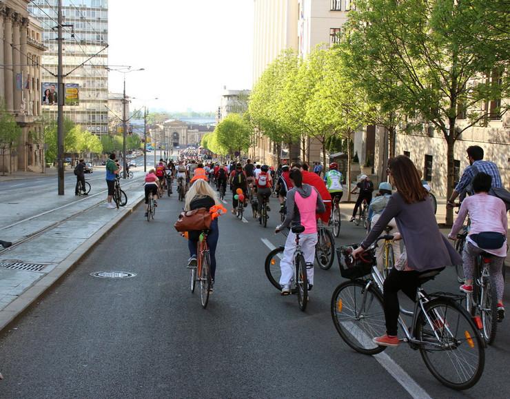 Više od 500 biciklista se provozalo kroz grad Foto:Kritična masa
