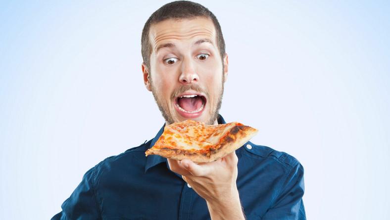 Zamiast chwytać za kolejną przekąskę, która nasyci głód, zastanów się, dlaczego ciągle chce ci się jeść. Jest przynajmniej kilka powodów, dla których mamy nieposkromiony apetyt. Sprawdź, które mogą dotyczyć ciebie. I dowiedz się, jak temu zaradzić