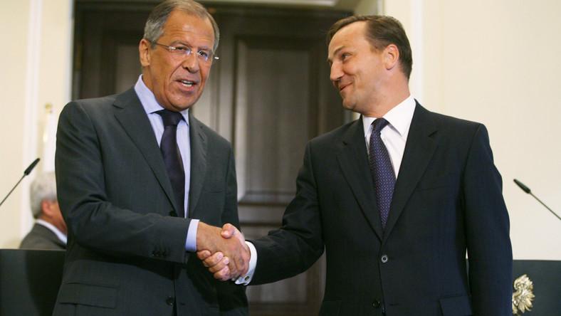 Ambasada rosyjska dostanie ponad 30 tys. zł. Sikorski ogłosił to na Twitterze