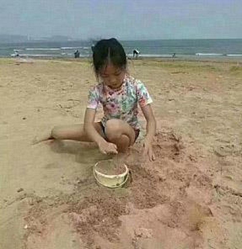 8-latki utonęły w morzu. Ich matka była zajęta telefonem