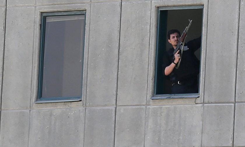Atak terrorystyczny na parlament. Co najmniej 7 zabitych