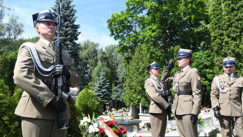 Złożenie wieńców na grobie Zygmunta Łabędzkiego