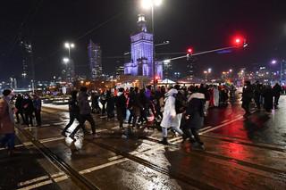 Strajk Kobiet protestował w Warszawie. Kilkanaście osób zatrzymanych, policjant w szpitalu