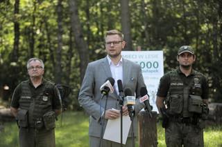 Nawet 5 tys. zł kary za śmiecenie w lesie i więcej fotopułapek. Michał Woś przedstawił nowy projekt