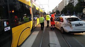 Wypadek w centrum Warszawy. Tramwaj zderzył się z samochodem
