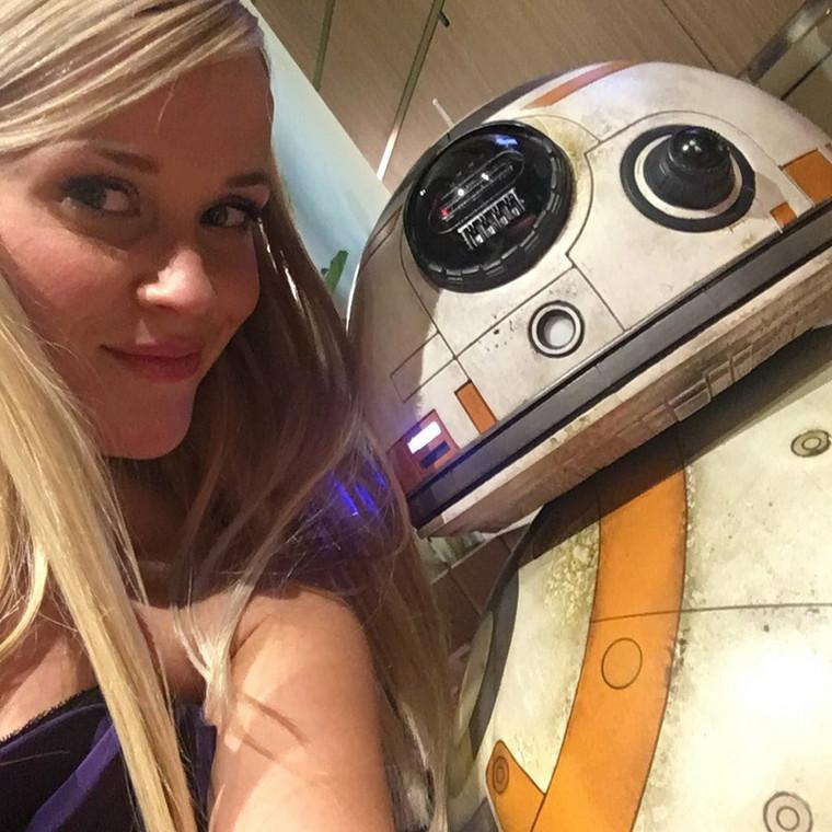Reese Witherspoon też zaprzyjaźniła sięz droidem