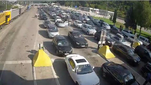 Ulaz u Srbiju na graničnom prelazu Gradina