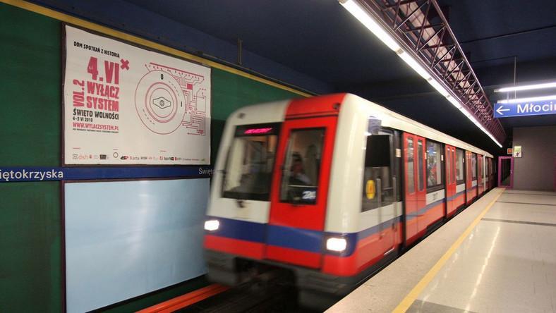 Puszczają zamieszanych w korupcję w metrze