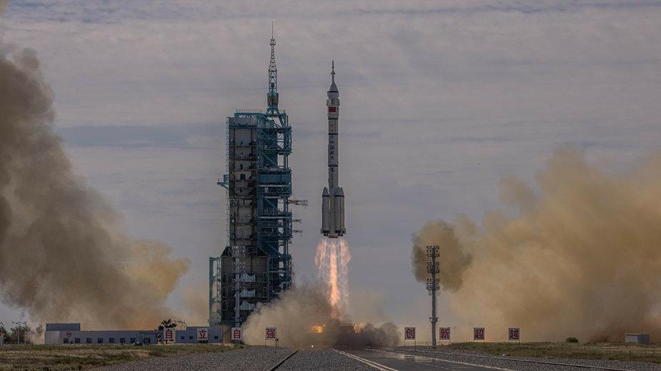 Chiny: wystartowała rakieta z załogą do budowanej stacji kosmicznej