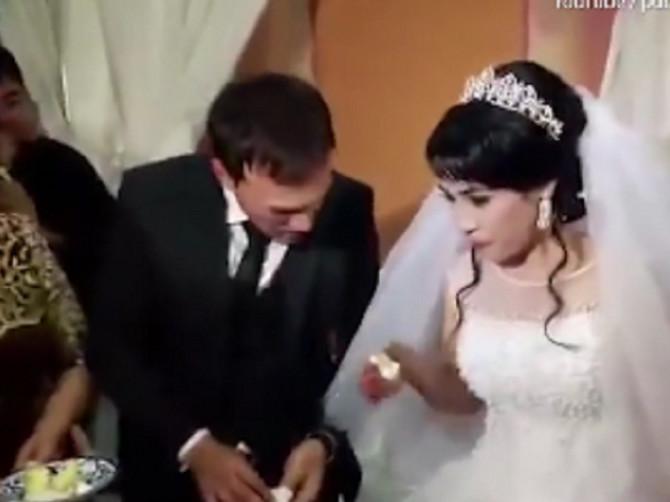 Uznemirujuće slike: Na ovom venčanju desila se JEZIVA SCENA, mlada je uradila ovo, a onda joj je mladoženja uzvratio tako da ga SVI TRERA NAJOŠTRIJE OSUDITI