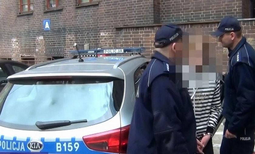 Rozbierająca się oszustka w rękach policji