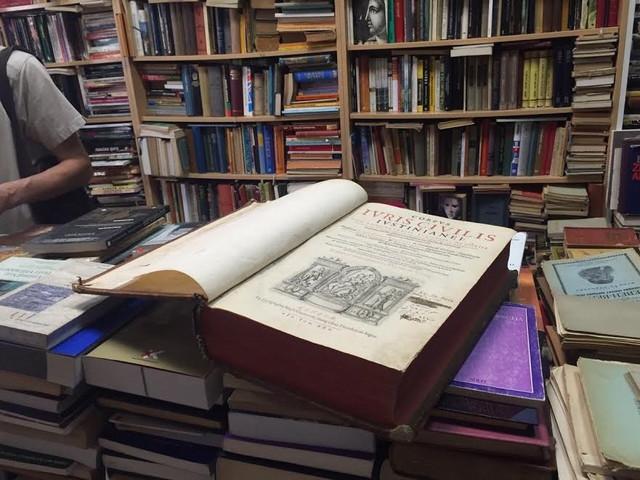 Primerak knjige, stare skoro četiri veka