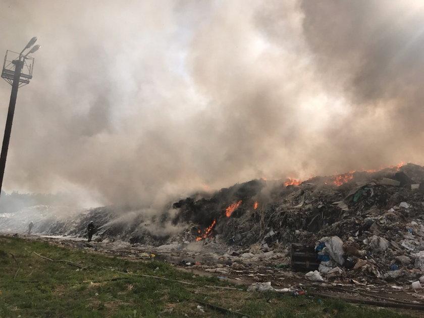 Płonie składowisko odpadów w Teodorach