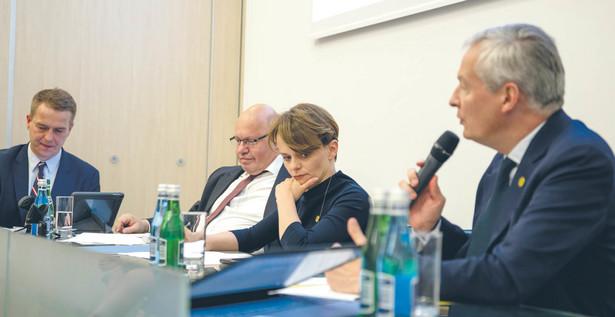 Dzień przed podpisaniem w Poznaniu deklaracji ws. unijnej polityki konkurencji, Orlen poinformował, że złożył do KE formalny wniosek o zgodę na przejęcie kapitałowe Lotosu.