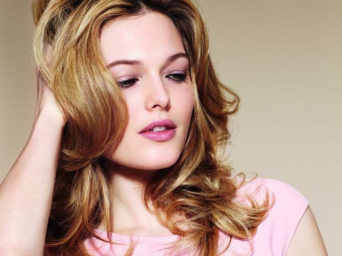 Saveti modnog frizera: Kako da posvetlite kosu, a ne uništite je blanšom