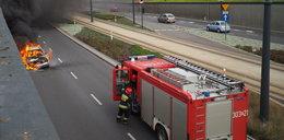 7 osób uciekało z płonącego auta, nastolatek spłonął żywcem