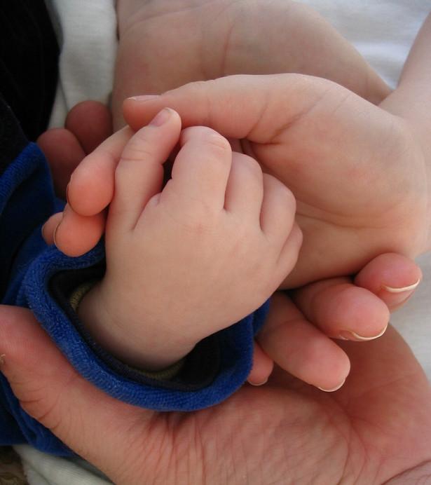 Z badań UNICEF wynika, że śmiertelność dzieci poniżej piątego roku życia sukcesywnie spada.