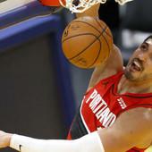 Neviđene scene u NBA! Nakon svakog skoka Turčina - potpuna LUDNICA NA KLUPI Portlanda, a evo i zašto! /VIDEO/