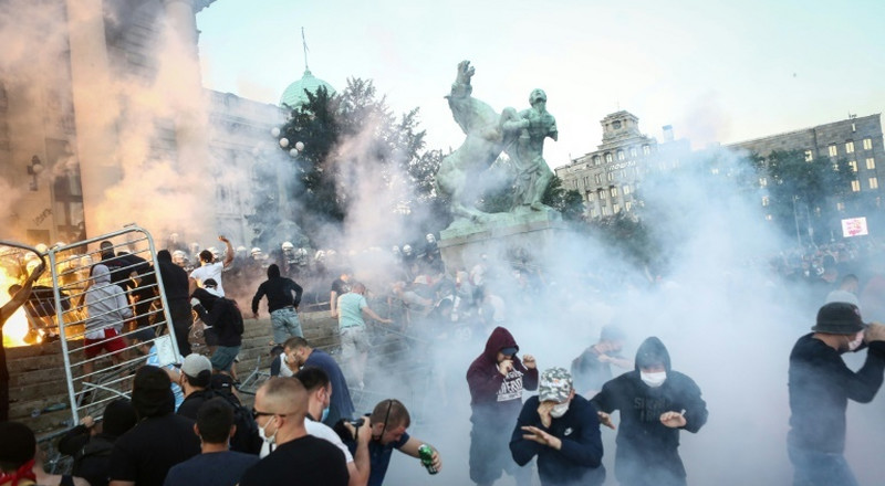Serbian president accuses 'hooligans' of violent protests