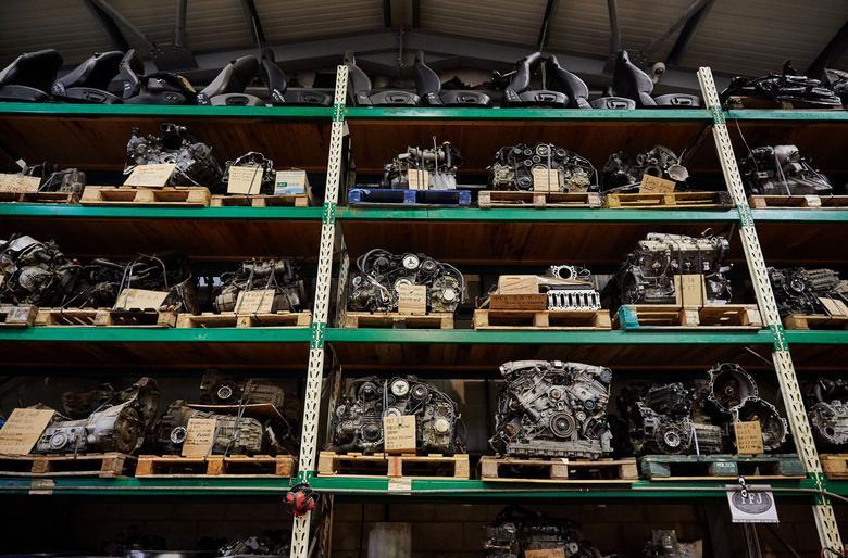 Kompletne silniki to chodliwy towar. Taniej wymienić niż naprawić.