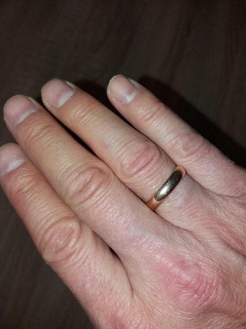 Iwona Wachta odnalazła obrączkę, która zaginęła 20 lat temu.