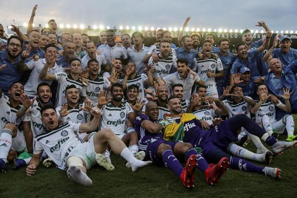 Slavlje fudbalera Palmeirasa posle osvojene titule