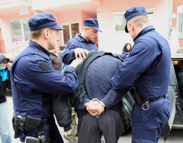 Policija Hapsenje fot M Josida