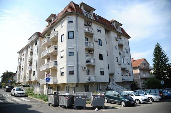 Stanari ovog naselja u Žarkovu bili su šokirani jutrošnjim prizorom ispred njihove zgrade