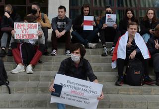 """Białoruś: Studenci na """"siedzących"""" akcjach solidarności z zatrzymanymi kolegami"""
