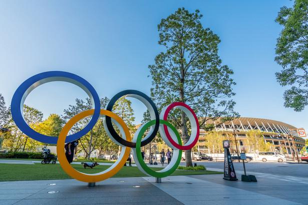 Organizatorzy Igrzysk oraz przedstawiciele rządu Japonii i lokalnych władz Tokio mają się w poniedziałek spotkać, by podjąć decyzją w sprawie limitu osób na widowniach wydarzeń olimpijskich – podała japońska agencja prasowa Kyodo.