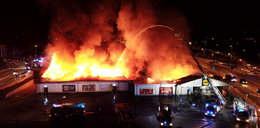 Potężny pożar marketu w Kielcach. Zawalił się dach budynku