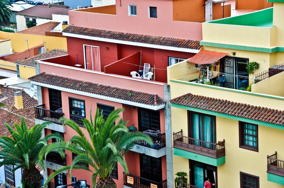 Na deszczowej północy na uwagę zasługują zniszczone 300 lat temu przez lawę miasteczko Garachico oraz słynące z przepięknych balkonów La Orotawa i Puerto de la Cruz.