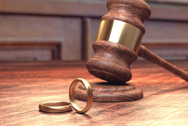 Aby roszczenie kobiety o wydłużenie terminu było skuteczne do zaistnienia wyjątkowych okoliczności musiałoby dojść przed upływem 5 lat od orzeczenia rozwodu