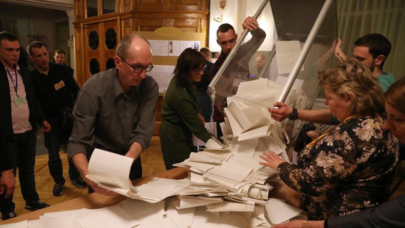 91b155a4da9e18 Wybory na Ukrainie. Są częściowe wyniki. Kto wygrał? - Wiadomości