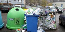 Utoniemy w śmieciach
