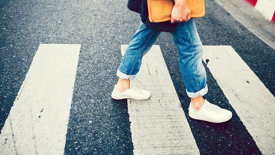 Jakie obowiązki i zakazy dotyczą pieszych?