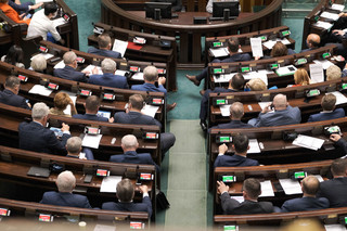 Przedłużenie stanu wyjątkowego. Sejm zajmuje się wnioskiem prezydenta