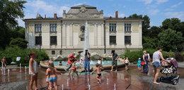 Kąpiesz dziecko w fontannie? Uważaj!