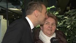 Krzysztof Gojdź z mamą na salonach. Jak reaguje na plotki o życiu syna i uszczypliwe komentarze sąsiadów?